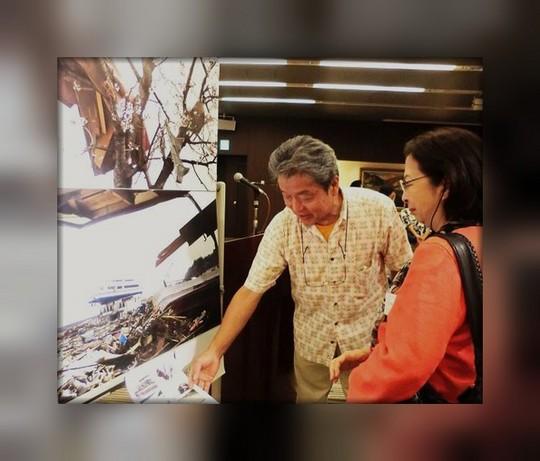 下重暁子副会長の質問に答えて、杉山さんは撮影時の現地状況などを語る。 作家の素顔、日本ペンクラブ